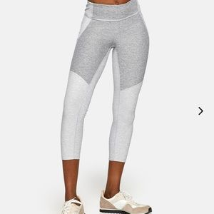 Outdoor Voices 3/4 Two Toned Legging
